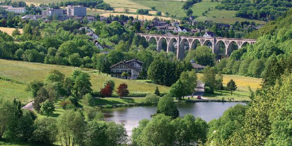 Stryckpark und Viadukt in Willingen