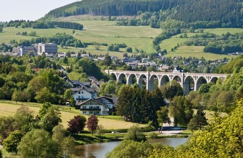 Willingen Viadukt mit Stryckpark