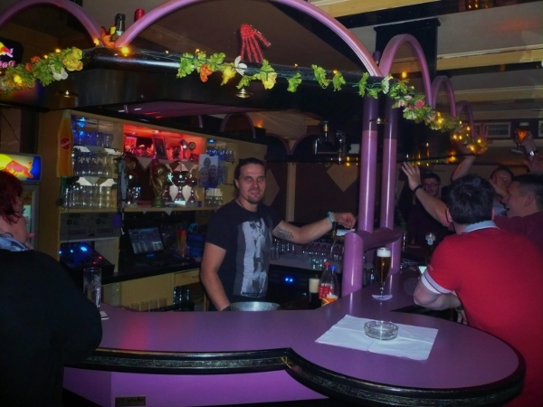 Mister X in Willingen mit Barkeeper Robert